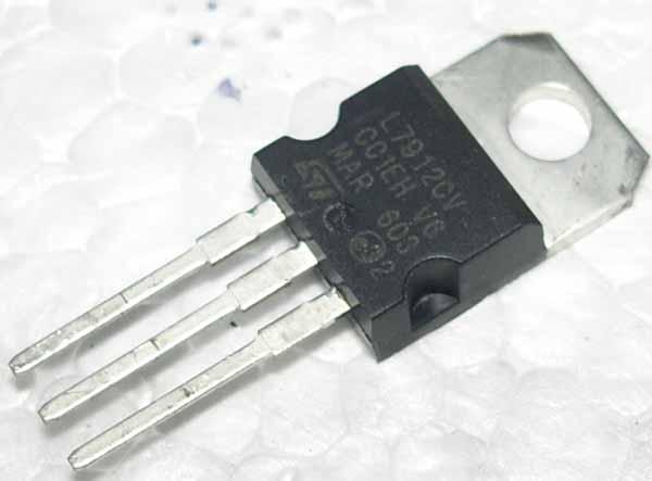 L7805三端稳压集成电路图片