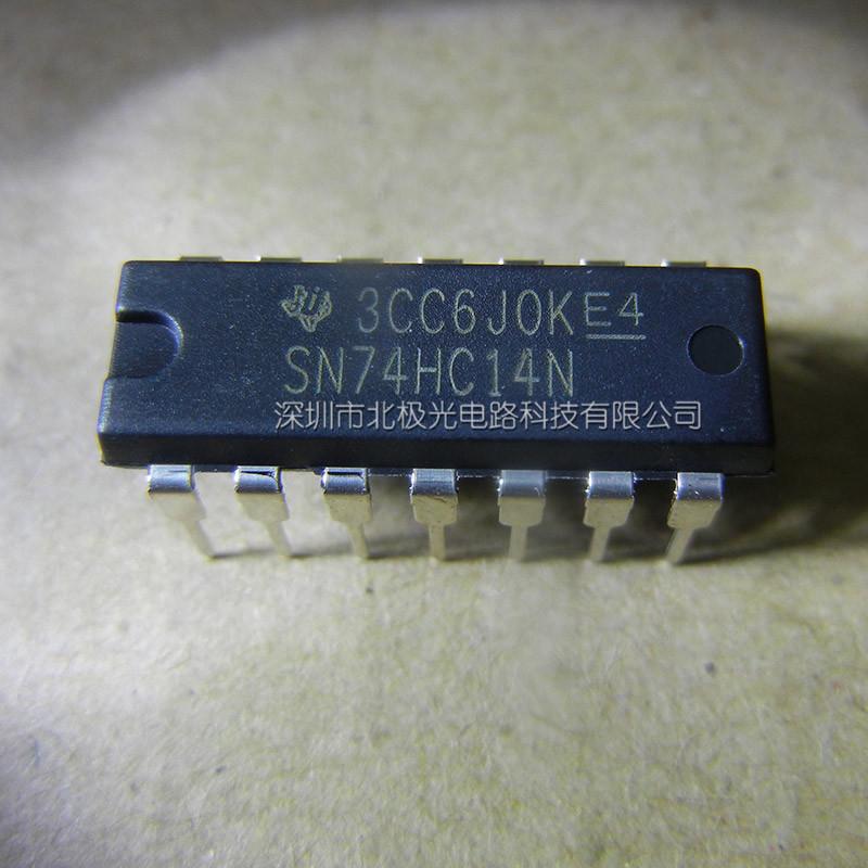 SN74HC14N变换器 制造商:TexasInstruments 电路数量:6Circuit 逻辑系列:HC 逻辑类型:CMOS 电源电压-最大:6V 电源电压-最小:2V 最大工作温度:+85C 安装风格:ThroughHole 封装/箱体:PDIP-14 封装:Tube 商标:TexasInstruments 功能:InverterSchmittTrigger 高电平输出电流:-4mA 输入类型:CMOS 低电平输出电流:4mA 最小工作温度:-40C 输出线路数量:6Output 工作电源电压:5